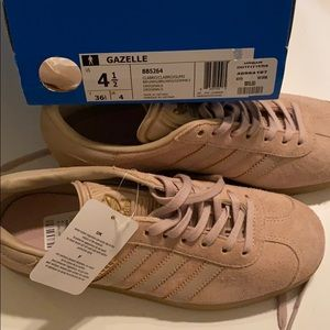 New Adidas women's tan suede sneakers, size 4 1/2